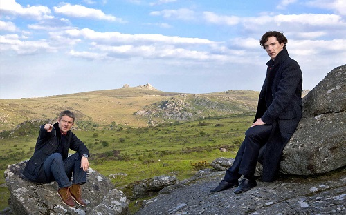 benedict-cumberbatch-martin-freeman-sherlock-holmes-john-watson-on-the-dartmoor-in-the-hounds-of-baskerville